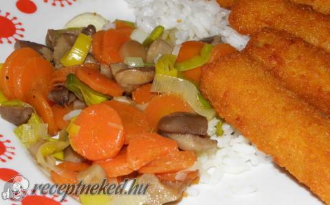 Rántott halrudak párolt zöldségekkel