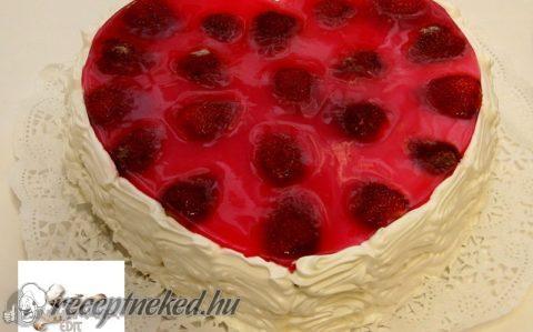 Eperkrémes torta