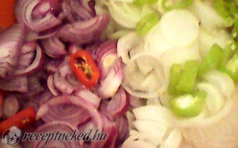 Hagyma saláta