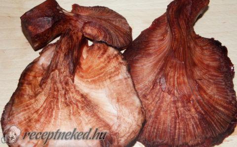Májgombatokány napraforgómagos bulgurral