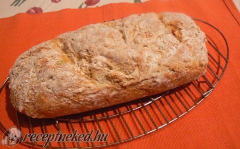 Sajtos, jalapeno szódás kenyér