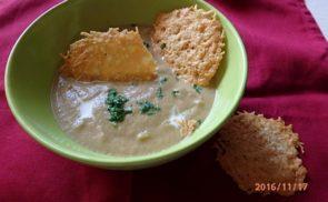 Padlizsánkrémleves sajt chipsszel