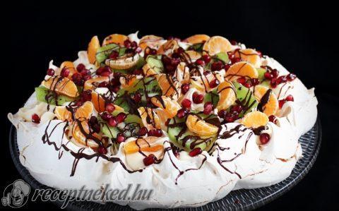 Pavlova vaníliakrémmel és gyümölccsel