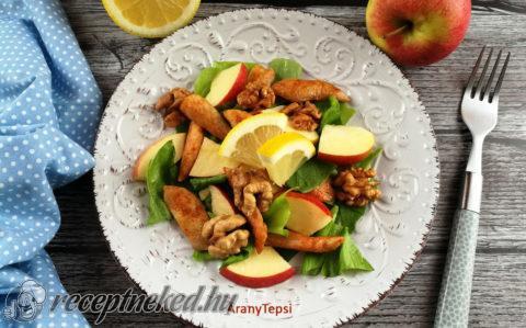Almás csirkesaláta dióval, citromosan