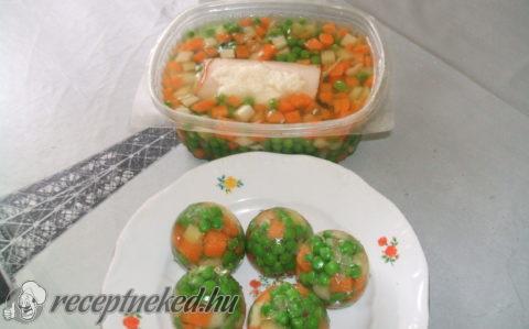 Zöldséges, aszpikos tojás és sonkatekercs aszpikban