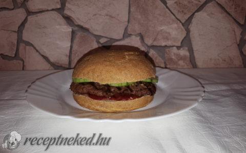 Teljes kiőrlésű hamburger