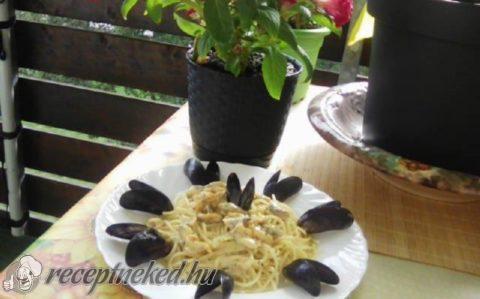 Kagyló hollandi mártásban