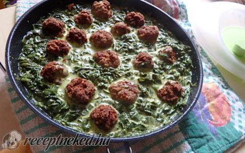 Római köményes húsgombócok spenótos curryvel