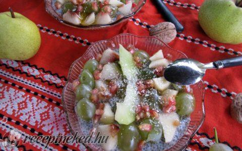 Gyümölcssaláta chia pudinggal