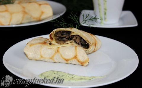 Palacsinta gombás-csirkemájas raguval és kapormártással