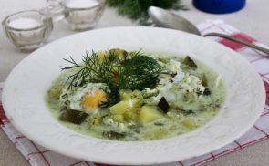 Kapros cukkinileves tojással