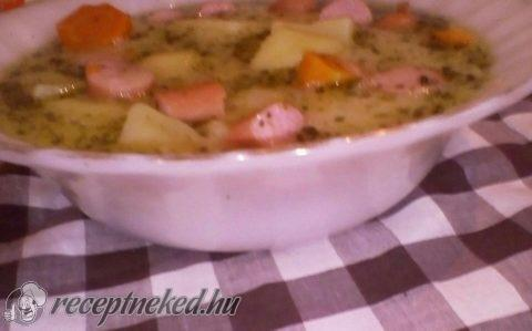 Tárkonyos burgonya leves virslivel