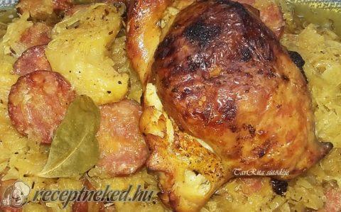 Csirkecombok káposztaágyon