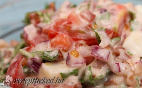 Tojásos BLT saláta
