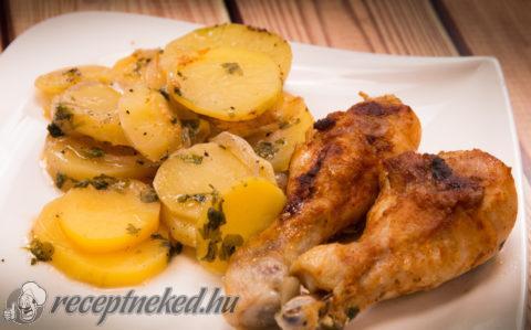Hagymás burgonyán sült csirkecombok