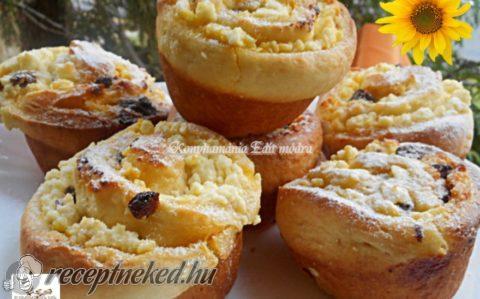 Túrós-mazsolás tekercs muffin formában sütve