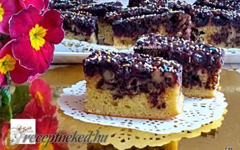 Fűszeres meggyes, diós kevert sütemény