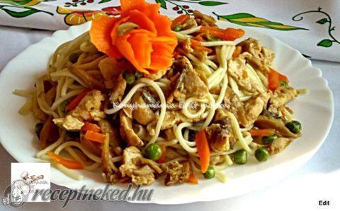 Csirkés, zöldséges spagetti