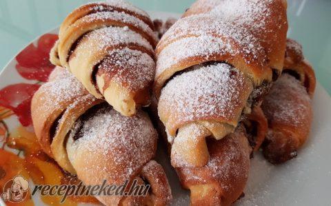 Lekváros-mogyorókrémes croissant