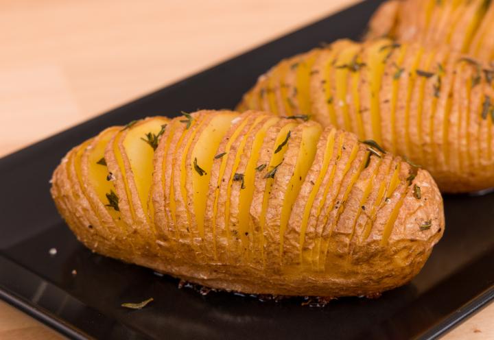 Rozmaringos-kakukkfüves hasselback burgonya recept Receptneked konyhájából