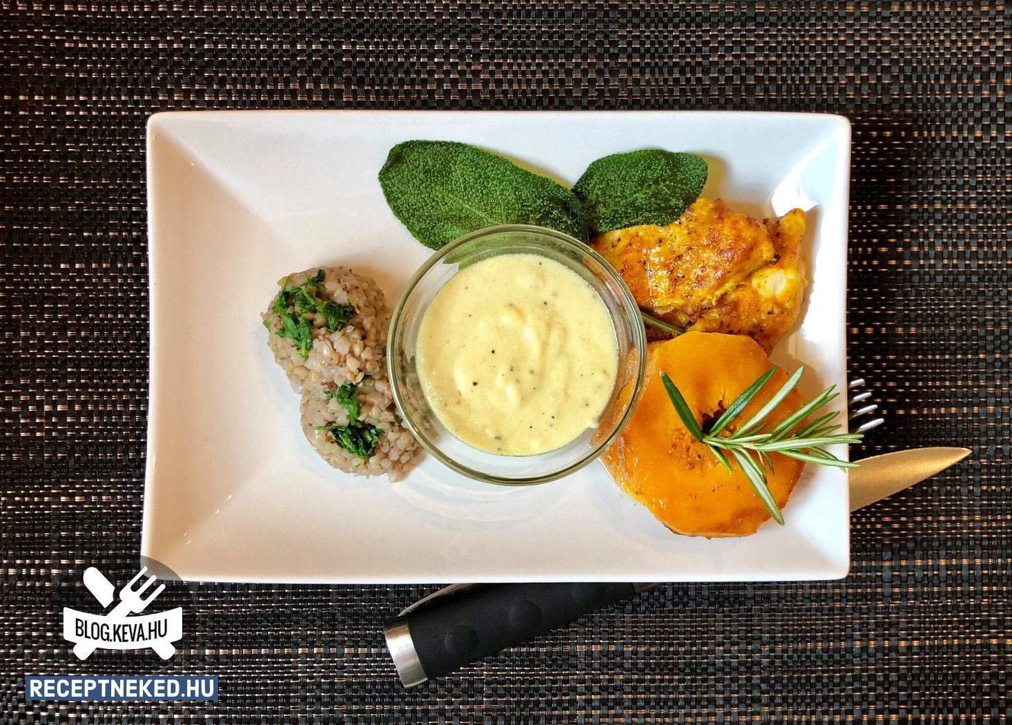 Zöldfűszeres sütőtök érmék csirkemellel és sajtmártással recept birosari konyhájából